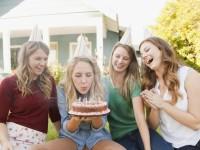 Что одеть на день рождения: варианты для вечеринок и пикников (76 фото-идей)