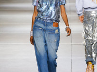 Женские джинсы бананы: стильные и современные идеи для всех возрастов (57 фото)