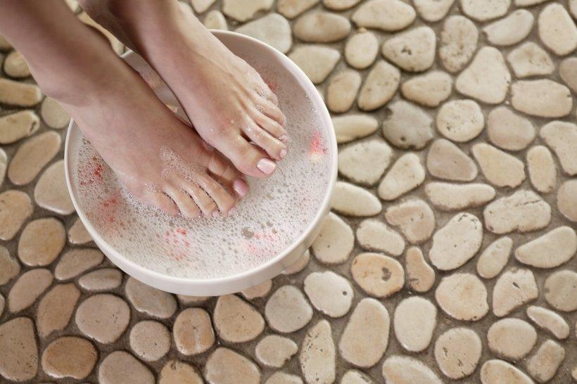 Foot baths with salt 15