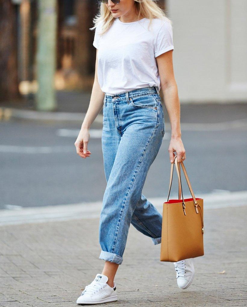 white t shirt women 1